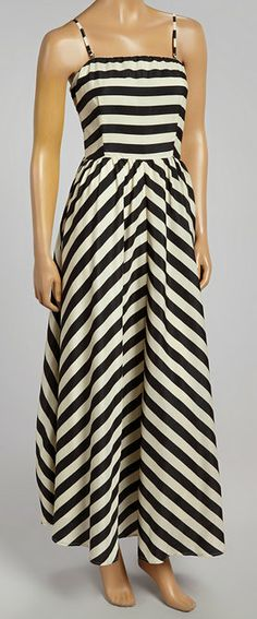 Great fitted bodice on a maxi. Definitely a fan of structure in a dress like this!