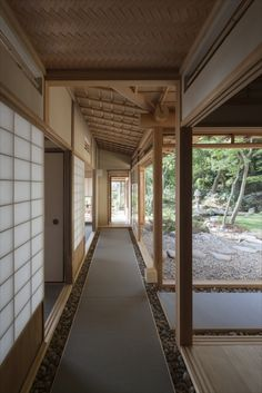 Ushiroyama Sanso by Kouji Fujii (original), Keisuke Maeda (renovation), 後山山荘 by 藤井厚二(原設計)、前田圭介(設計) Japanese Style House, Traditional Japanese House, Japanese Design, Asian Architecture, Amazing Architecture, Interior Architecture, Japan Interior, House In Nature, Container House Plans