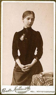 Carte de visite photograph of Anna Hammershoi. 1886. Sister of Danish artist Vilhelm Hammershoi