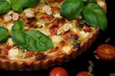 Kakkuviikarin vispailuja!: Tomaatti-fetapiirakka