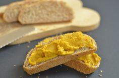 Makkelijk recept voor hummus van pompoen. Een lekker recept zonder kikkererwten met daarvoor in de plaats pompoen.