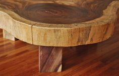 Parota wood can be cut to include a variety of golden, amber and brown tones. Solid Wood Coffee Table, Coffe Table, Home Decor Furniture, Joinery, Sweet Home, Canning, Drift Wood Decor, Woodworking, Ideas
