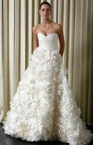 Luxurious Wedding Gown By Vera Wang Vera Wang Finding your Wedding Dress is probably the most exciting and important aspect of pla. Fantasy Wedding Dresses, Used Wedding Dresses, Wedding Dress Sizes, Wedding Gowns, Sunday Rose, Morning Rose, Monique Lhuillier Bridal, Vera Wang Wedding, Dress Picture