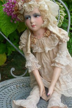 Rare antique french boudoir doll. paris .1920 . lace .hat