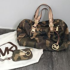 • Limited edition Camo Michael Kors Grayson • Limited edition Camo MK bag with coin pouch! Back has a flaw but due to it being camo, it's not very noticeable. Inside could also use some cleaning. Hard to find in this style. Make me an offer, but please no low balling! Selective trading & will consider trades for the following brands: Zara, Topshop, Asos, Missguided, Free people, LF, Brandy Melville, Michael Kors, Tory Burch & Kate spade. Trade value is $375. Thanks for looking! Michael Kors…