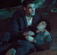 Stefan e Damon VS Cade ( Diabo )
