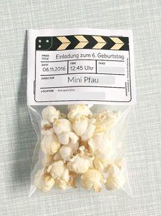 DIY Einladungen zum Kindergeburtstag, Einladungskarten basteln, Kinoeinladungen, Kinogeburtstag, Creadienstag, Einladungen mit Popcorn fürs Kino, Kindergeburtstag im Kino feiern