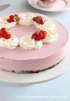 Mansikka-juustokakku Cute Cakes, Yummy Cakes, No Bake Desserts, Cheesecakes, No Bake Cake, Panna Cotta, Food And Drink, Homemade, Baking