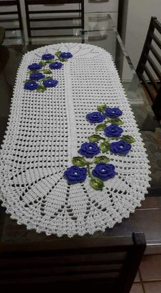 Crochet Table Runner Pattern, Crochet Accessories, Table Centerpieces, Doilies, Table Runners, Knit Crochet, Stencils, Crochet Patterns, Cross Stitch