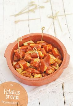 Patatas bravas, the authentic recipe for an irresistible tapa - recetas - Tapas Recipes, Vegetarian Recipes, Cooking Recipes, Savoury Recipes, Papas Bravas Recipe, A Food, Food And Drink, Tapas Party, I Want Food