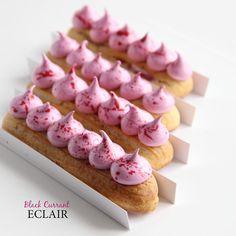 Новый день, новый вкус) черная смородина-сочный, насыщенный ягодный вкус! #DA_eclair #vladivostok #èclair Small Desserts, Unique Desserts, Fancy Desserts, Sweet Desserts, Delicious Desserts, Dessert Recipes, Profiteroles, Eclairs, Macaron Sweet