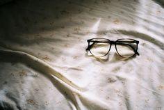glasses, bed, and vintage kép