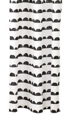 Rideau de douche Half Moon 160 x H 200 cm, Schwarz / weiß von Ferm Living finden Sie bei Made In Design, Ihrem Online Shop für Designermöbel, Leuchten und Dekoration.
