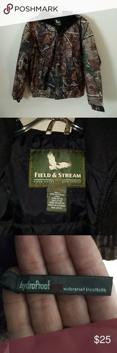 Boys large Field and Stream Like new no sign of wear. Size large shell 100% polyester lining 100% nylon insulation 100% made in Vietnam RN#104141. Purchased at Dicks Sporting Good last year.. Real Tree Field and Stream Jackets & Coats Puffers