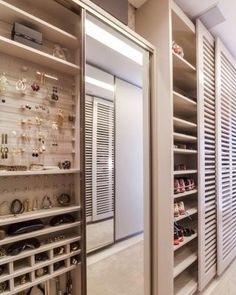 Closet Funcional!  #decoração #decorando #design #designdeinteriores #decorar #decore #decorei #interiores #luxo #luxuoso #sofisticado #sofisticação #estilo #estiloso #estilosa #arquitetos #designers #casa #ambientes #projeto #ideias #casanova #nossacasa #dicas #inspiração #home #casa #projeto #closet #inspiração