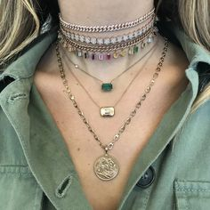 Vintage jewelry is jewelry that was once in style but then fell out of style. Now, many people are wearing vintage jewelry as part of today's styles. Vintage jewelry is very popular today, and it is surprisingly easy to find. Bridal Jewelry, Cute Jewelry, Jewelry Accessories, Women Jewelry, Hippie Jewelry, Jewelry Art, Key Jewelry, Jewelry Chest, Prom Jewelry