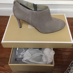 """Michael kors bootie mule-inspired silhouette defines a round-toe ankle boot that delivers modern sophistication in spades. 3 1/2"""" heel (size 8.5). Side zip closure. Leather upper and lining/synthetic sole. Brand NEw, never worn. Price can be negotiated, make an offer :) Michael Kors Shoes Ankle Boots & Booties"""