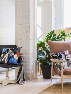 Designtalo, joka on tuonut iloa arkeen jo vuodesta 1951. Tutustu uusimpiin mallistoihin verkkokaupassa! Scandinavia Design, Marimekko, Work Inspiration, Blue Pillows, Baby Strollers, Cushions, Interior Design, Home, Orange