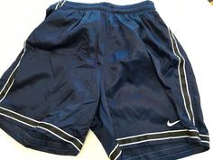 1970's RuSSeLL AtHLeTiC shoRts BasKeTBaLL gym PRePPy P.E. shoRts woRk-ouT BoxiNg fitNess aeRobics SoCCeR RuSSeLL LoGo SiDe VeNt ShoRts T9AgEs