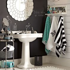 When there's no under sink storage you need to be creative. This photo presents a creative combo of helpful choices.