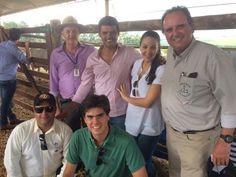 Estimulando o futuro do neto, diretor da Coopavel compra touro em Feira do Pró-Genética.