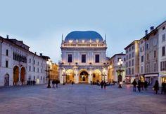This design Marriott Hotel offers Free Wifi and Design Rooms. Near Franciacorta, Brescia Center, Bergamo Orio al Serio Airport. Palazzo, Ac Hotel, Andrea Palladio, Marriott Hotels, Like A Local, Travel Bugs, Study Abroad, Hotel Offers, Land Scape