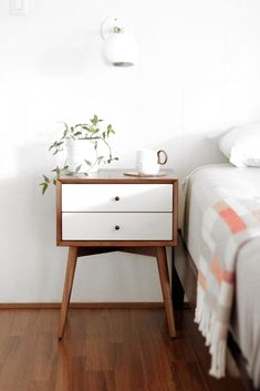 Simple and modern bedside table Best Friends for Frosting September 2015 Airy Bedroom, Home Decor Bedroom, Bedroom Furniture, Home Furniture, Diy Home Decor, Bedroom Ideas, Bedroom Table, Bedroom Boys, Bedroom Simple
