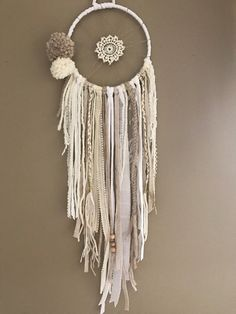 Dreamcatcher, attrape rêves Pompons Bohème you were born for such a time DreamCatcher, dream dreams Mini semi-precious stone Los Dreamcatchers, Doily Dream Catchers, Craft Projects For Adults, Yarn Wall Hanging, Creation Deco, Macrame Patterns, Wind Chimes, Boho Diy, Diy And Crafts