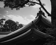 The rooftop of a Shinto Shrine in Tokyo. The tops of the roof are elegantly displaying that time period which reflects Karei.