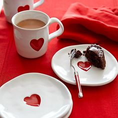 Graceful silhouettes and a bright red heart design give these classic white mugs the homespun charm of handmade paper valentines. The sturdy stoneware mugs provide endearing presentation for everything from hot chocolate and spiced cider to freshl… Valentines Day Gifts For Her, Be My Valentine, Valentine Coffee, Funny Valentine, Chocolate Caliente, Hot Chocolate, Spiced Cider, Decoration Table, Coffee Time