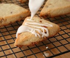 """Maple Pecan Scones (Low Carb and Gluten-Free) - """"Move over, Starbucks! I've just replicated your scones to low carb, gluten free perfection!"""" - Total NET CARBS = g per serving Low Carb Sweets, Low Carb Desserts, Diabetic Desserts, Sin Gluten, Gluten Free, Low Carb Bread, Low Carb Keto, Scones, Low Carb Recipes"""