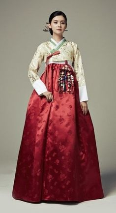 Seodamhwa - Wedding Hanbok designed by Song Hye-Mi - Traditional Korean Clothing (photo cropped) Korean Traditional Dress, Traditional Fashion, Traditional Dresses, Korean Fashion Trends, Asian Fashion, Fashion Ideas, Hanbok Wedding, Style Ulzzang, Korea Dress