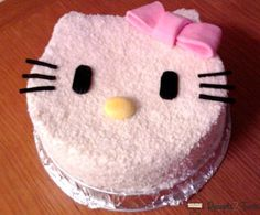 Hello Kitty torta recept sa slikom. Pogledajte recept za Hello Kitty tortu, kao i način pripreme i obradujte Vaše najdraže ovom divnom poslasticom! Rodjendanske Torte, Hello Kitty, Sweets, Cookies, Cake, Desserts, Food, Sweet Pastries, Crack Crackers