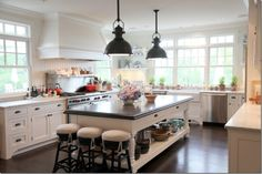 love this space .. I want a kitchen this spacious ,, please.