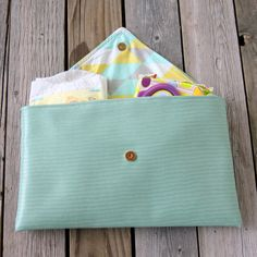 diaper clutch tutorial Link also has more tutorials for diy diaper bags and other purses!