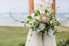 Relaxed Tropical Romance Styled Shoot   Haleiwa, HI