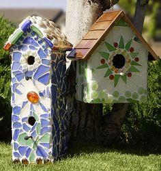 DIY Garden and Crafts - Easy Breezy Mosaic Garden Accessories Mosaic Crafts, Mosaic Projects, Mosaic Art, Mosaic Glass, Craft Projects, Mosaic Ideas, Glass Art, House Projects, Craft Ideas