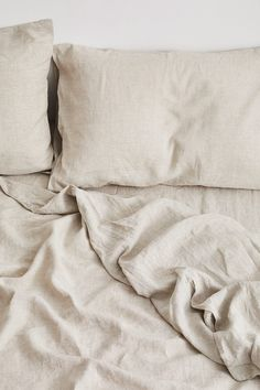 Cosy, comfortable linen bedding that creates a beautiful bedroom. Our 100% flax linen sheets in Oatmeal are a great neutral addition to any stylish bed.