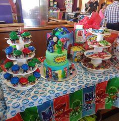 Amazon.com: Superhero Party Supplies, Comic Book Theme Royal Blue Cupcake Wrapper Decorations, Confetti Couture Party Supplies, 36 Wraps: Kitchen & Dining