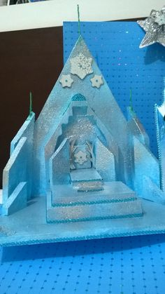 Castillo de Frozen de espuma plast para cumpleanios para usar como porta chupetines o cupcakes