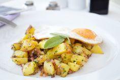 Die #Kartoffelpfanne ist ein deftiges Gericht. Für dieses Rezept sollte man festkochende Kartoffel verwenden.
