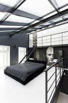 loft com decoração preto e branco