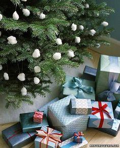Wattebällchen im Fenster statt am Weihnachtsbaum.