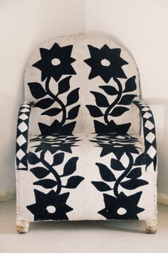 cinoh:  Yoruba beaded chair, Lamu Island. Photo Sandy B