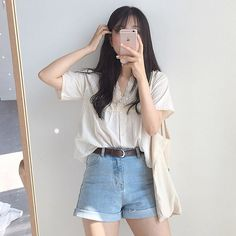 狙え彼女の座✊🏻付き合う前のデートの服装や注意点💗 Casual Shorts Outfit, Cute Casual Outfits, Short Outfits, Pretty Outfits, Korean Fashion Trends, Asian Fashion, Ulzzang Korean Girl, Pant Shirt, Aesthetic Clothes