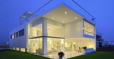 Casa MB / Rubio Arquitectos  El diseño de la vivienda se genera a partir del concepto de atraer el exterior hacia el interior.