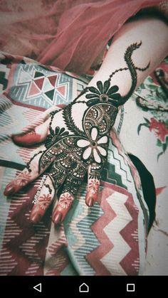 Floral Henna Designs, Indian Mehndi Designs, Back Hand Mehndi Designs, Henna Art Designs, Mehndi Designs For Girls, Mehndi Designs For Beginners, Beautiful Henna Designs, Simple Mehndi Designs, Arabian Mehndi Design