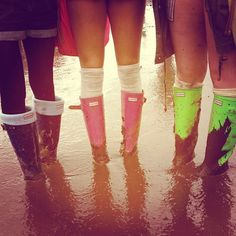 A festival is not complete with wellies! Festival Trends, Festival Fashion, Festival Shop, Festival Style, Wellies Boots, Rain Boots, V Fest, Festival Makeup Glitter, Festival Essentials