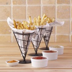 French Fry Holders, Set of think these are such a cool .- French Fry Holders, Set of think these are such a cool way to serve everyon… French Fry Holders, Set of think these are such a cool way to serve everyone& favorite side dish! Cafe Restaurant, Cafe Menu, Food Design, Bistro Food, Coffee Shop Design, Cafe Shop, Restaurant Interior Design, Food Decoration, Food Packaging