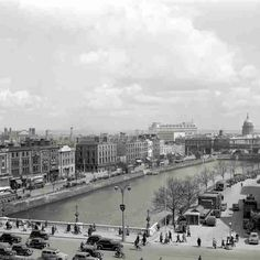 O'Connell Bridge looking east Elevated view of O'Connell Bridge from Aston Quay looking east down Burgh Quay & Eden Quay towards The Custom House. © Courtesy of Fáilte Ireland Old Pictures, Old Photos, Old Irish, Photo Engraving, Dublin City, Dublin Ireland, Back In The Day, Us Travel, Paris Skyline